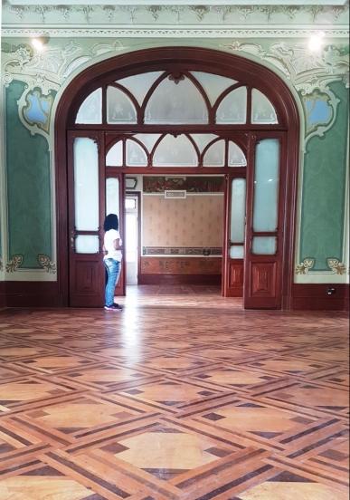 Salões e suas portas lindas