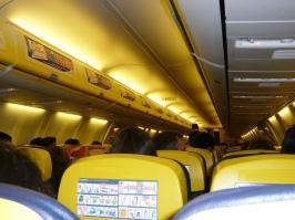 Paguei a primeira Coca-Cola, eu me lembro bem agora, nas asas da Ryanair